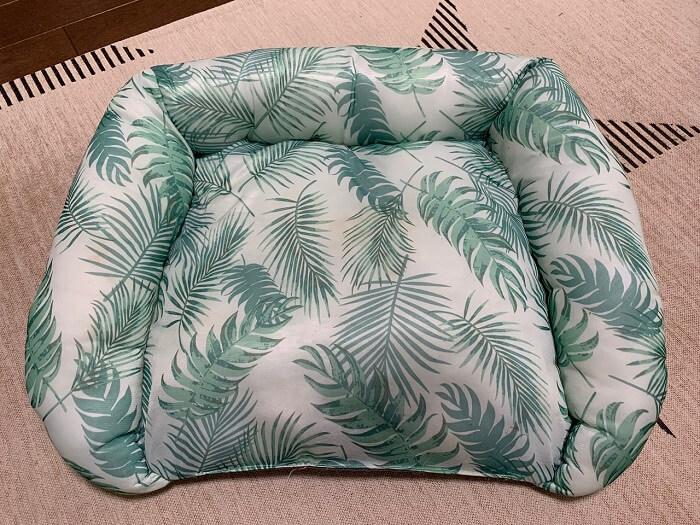 500円で購入したダイソーのペットベッド!DAISO製品はデザインもおしゃれ!夏らしいデザインです!