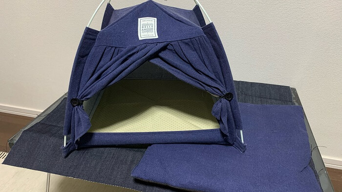 ダイソーのテント型ペットハウスのクッションを外した写真