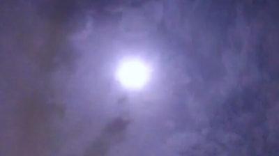 満月のような火球
