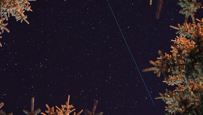 ふたご座流星群2020イメージ写真